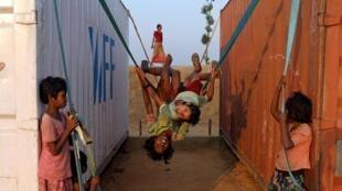 Des enfants Rohingyas jouant au camp de réfugiés de Balukhali, au Bangladesh, le 16 novembre 2018 (Photo d'illustration).