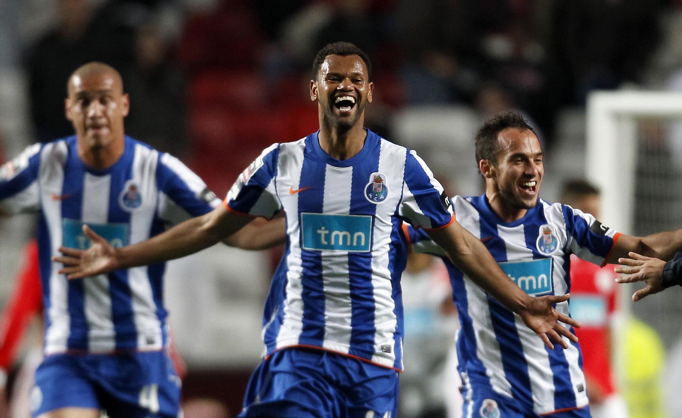 Rolando, Maicon et Beluschi fêtent le titre de champion du Portugal du FC Porto après le match face à Benfica, le 3 avril 2011.