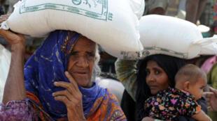 Theo bộ Ngoại giao Pakistan, thiệt hại vật chất ước tính trên 43 tỷ đôla (AFP)