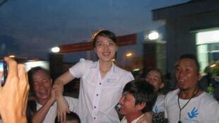 Nỗi vui mừng khi Nguyễn Phương Uyên vừa được ra khỏi trại giam Long An tối 16/08/2013.