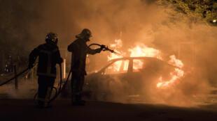 Tumultos tomam conta de Nantes, no