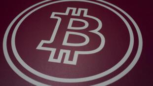 El logo del bitcoin en la conferencia Bitcoin 2021 en Miami el 4 de junio