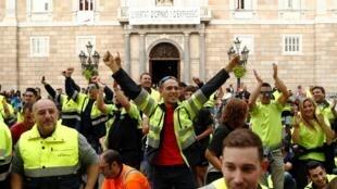 Nhân viên bốc vác biểu tình tại khuôn viên Sant Jaume, trong khuôn khổ tổng đình công tại Barcelona, Tây Ban Nha, ngày 18/10/2019