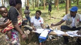 Distribuição de alimentação às populações de Butembo, zona afectada pelo surto de Ébola, na República Democrática do Congo