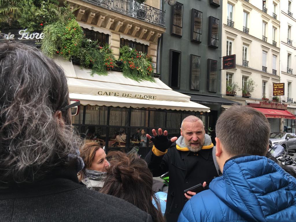 Café les deux magots La noticia de la caída en Colombia del dictador Rojas Pinilla le llegó a GGM una tarde de mayo en la terraza del Deux Magots.