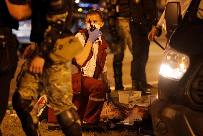 По предварительной информации, в ходе столкновений в Минске один человек погиб, еще четверо находятся в реанимации.