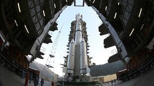 Tên lửa Trường Chinh 3B của Trung Quốc đưa máy thăm dò Thỏ Ngọc lên mặt trăng