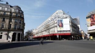 Rues désertes à Paris pendant le confinement appliqué sur l'intégralité du territoire français.