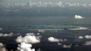 Trung Quốc liên tục bồi đắp đá Vành Khăn, thuộc quần đảo Trường Sa. Ảnh chụp ngày 11/05/2015.