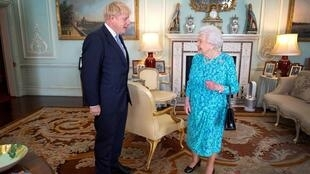 英国女王伊丽莎白二世与首相约翰逊资料图片