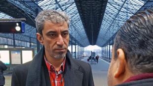Hayder Al Jouranj, de l'Institut des Diaconesses, avec un débouté du droit d'asile en gare d'Helsinki.