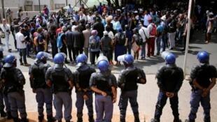 Bloqueio hoje junto da universidade de Witwatersrand, Joanesburgo.