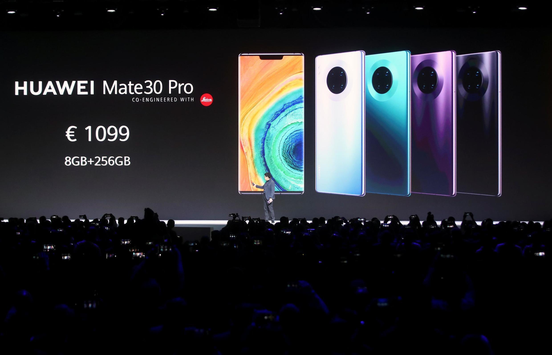 Richard Yu, PDG de Huawei, lance la gamme de smartphones Mate 30 au Palais des Congrès de Munich, en Allemagne, le 19 septembre 2019.