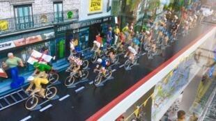 """Финальный этап """"Тур де Франс"""" стартует в парижском пригороде Уй 29 июля"""