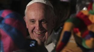 Papa Francisco tirou fotos com freiras no hospital São Francisco de Assis.
