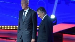 Kaïs Saied et Nabil Karoui lors du débat télévisé qui les a opposés le 11 octobre 2019.