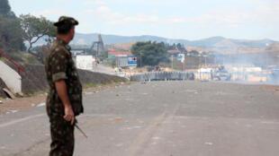 George Feres Kanaan,coronel do exército brasileiro, olha para a Venezuela do lado da sua fronteira, em Pacaraíma.24 de Fevereiro de 2019