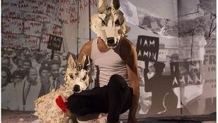 White Dog, a piece for stage with puppets desinged by  the Compagnie Les Anges aux Plafond