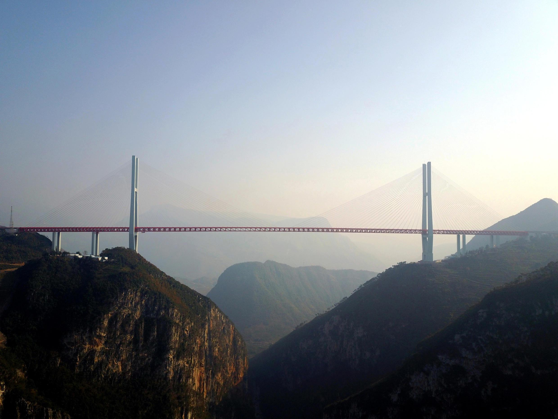 Самый высокий навесной мост в мире открылся в Китае 30 декабря 2016