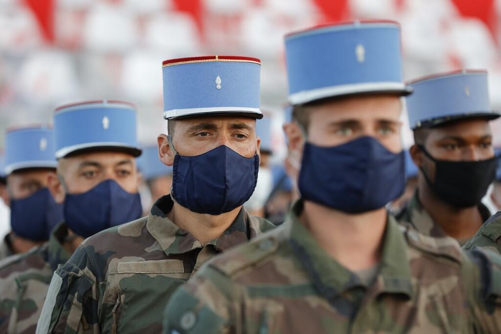 Солдаты 2-го драгунского полка на репетиции праздника 14 июля