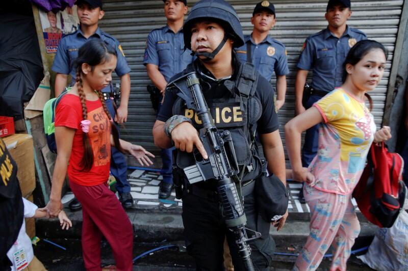 Cảnh sát truy lùng tội phạm ma túy ở Quezon City, Manila, Philippines, ngày 12/10/2016