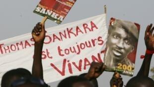 Défilé à Ouagadougou, à l'occasion du XXème anniversaire de l'assassinat de Thomas Sankara, le 14 octobre 2007.
