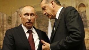 Владимир Путин и Эрдоган во время пресс-конференции в Стамбуле, 3 декабря 2012