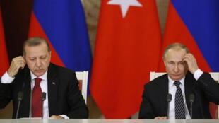 """Vladimir Putin na Recep Tayyip Erdogan wamesisitiza kuhusu """"haja ya kuzuia mapigano kati ya majeshi ya Uturuki na Syria kaskazini mwa Syria."""