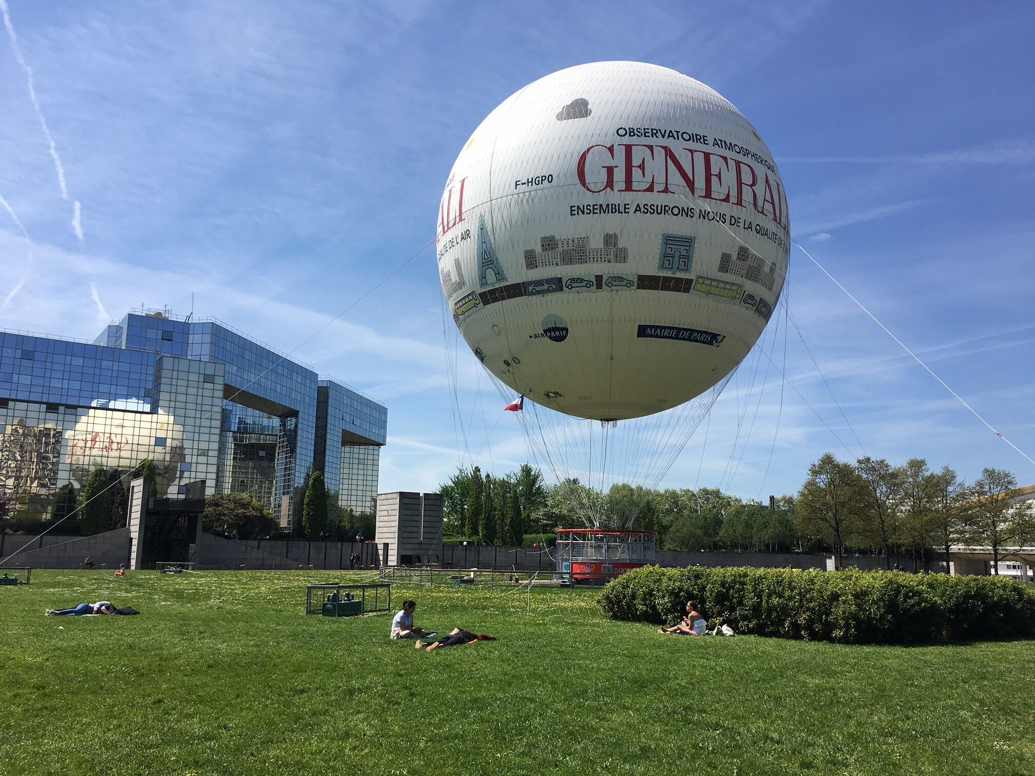 Em dias de tempo favorável, Balão de Paris faz até cinco voos por hora.