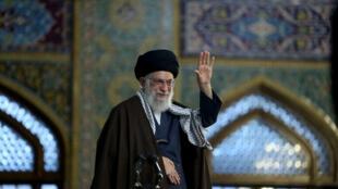 Lãnh tụ tối cao Iran, giáo chủ Ali Khamenei bật đèn xanh cho Tehera chuyển hướng quan hệ với phương Đông, trong đó có Nga và Trung Quốc. Ảnh chụp tại Mashad, ngày 21/03/2018.ày