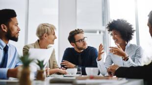 Un climat bienveillant au travail s'instaure, entre autres, par des règles de base de politesse et de courtoisie.