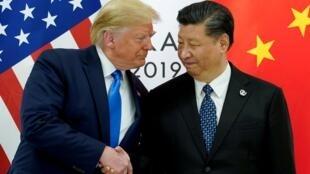 Donald Trump et son homologue chinois Xi Jinping lors de leur sommet bilatéral en marge du G20, le 29 juin 2019 à Osaka.