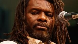 Emmanuel Pi Djob, powerful singer and guitarist from Cameroon