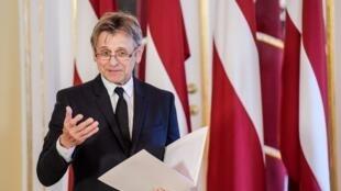 Mikhaïl Barychnikov lors de son discours à la remise de son passeport lettonien le 27 avril 2017.