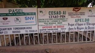 Devant le siège du projet d'appui à l'élevage à Dosso, ou APPEL-Dosso.
