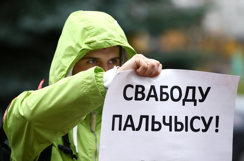 Белорусские правозащитники признали политзаключенным Эдуарда Пальчиса, создателя ресурса 1863x.com