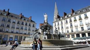 Pour la 9e édition de «Voyage à Nantes», la sculpture intitulée «Fontaine» sur la place Royale fait polémique.