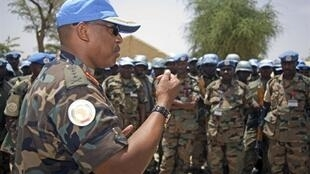 Le général rwandais Patrick Nyamvumba, commandant de la force de la mission des Nations Unies et de l'Union africaine au Darfour (Unamid), à El-Fasher, à l'ouest du Darfour, le 22 juin 2010 .