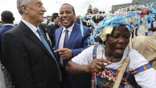 Marcelo Rebelo de Sousa, presidente português, e Patrice Trovoada, primeiro-ministro são tomense em São Tomé a 20 de Fevereiro de 2018.