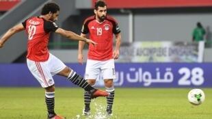 Mohamed Salah (g), attaquant de l'Egypte, a marqué l'unique but du match face au Ghana sur coup franc, le 25 janvier 2017 à Port-Gentil.