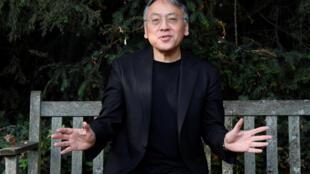 Nhà văn Kazuo Ishiguro phát biểu với báo chí tại Luân Đôn sau khi được báo tin đoạt giải Nobel Văn học ngày 05/10/2017.