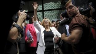 Manuela Carmena, 71, toma posse da prefeitura de Madri