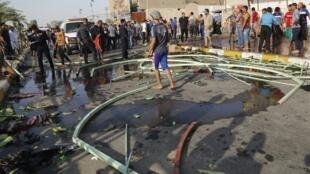 اجتماع مردم در محل سوءقصد انتحاری امروز در بغداد. ٢١ خرداد/ ١١ ژوئن ٢٠١٤