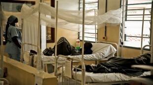 Des patients atteints du virus du sida traité par du personnel de Médecins sans frontières (Photo d'illustration)