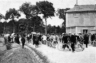 """O café """"Le Réveil-matin"""", local de onde saiu o primeiro Tour de France."""