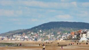 Houlgate en Normandie, vue de la plage de Cabourg.