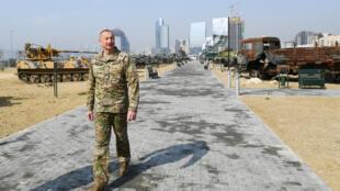 Le président azerbaïdjanais Ilham Aliyev inaugure le «Parc des trophées militaires» qui expose, entre autres, les armes saisies aux troupes arméniennes durant la récente guerre du Haut-Karabakh, à Bakou, le 12 avril 2021.