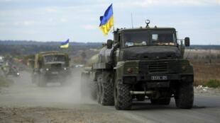 Un convoi militaire ukrainien aux abords de Sloviansk, le 5 octobre 2014.