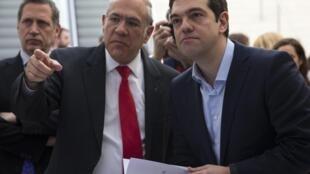 Le Premier ministre grec et le secrétaire général de l'OCDE, Angel Gurria, le 12 mars 2015.