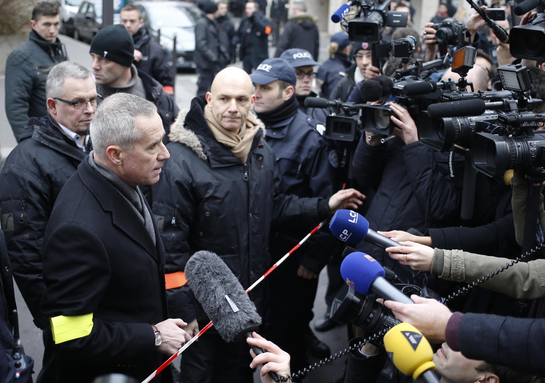 Le procureur de Paris François Molins s'adressant à la presse au siège du journal satirique Paris Hebdo, le 7 janiver 2015.
